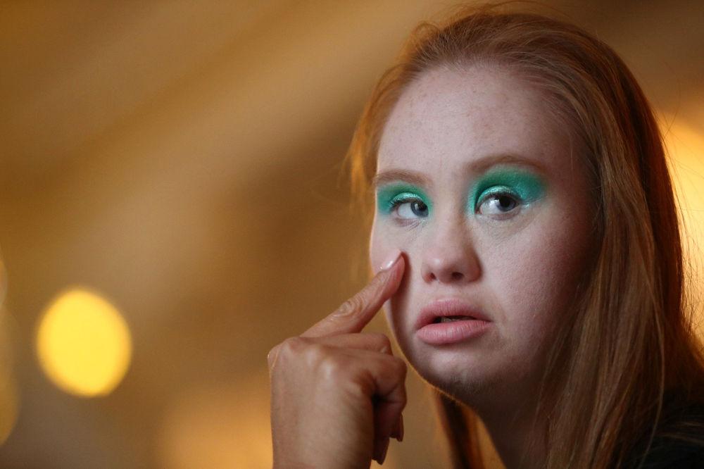 澳大利亞模特馬德琳•斯圖爾特正在征服世界