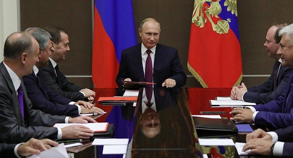 普京同俄联邦安全会议常务委员讨论各项问题 (2018年9月20日)