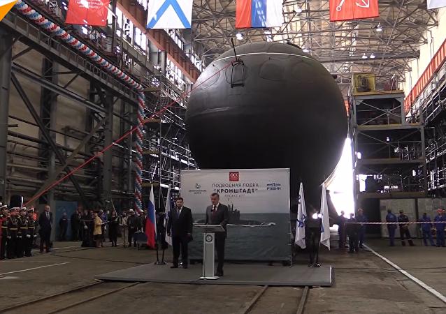 """""""喀琅施塔得""""号在圣彼得堡的海军部造船厂隆重下水"""