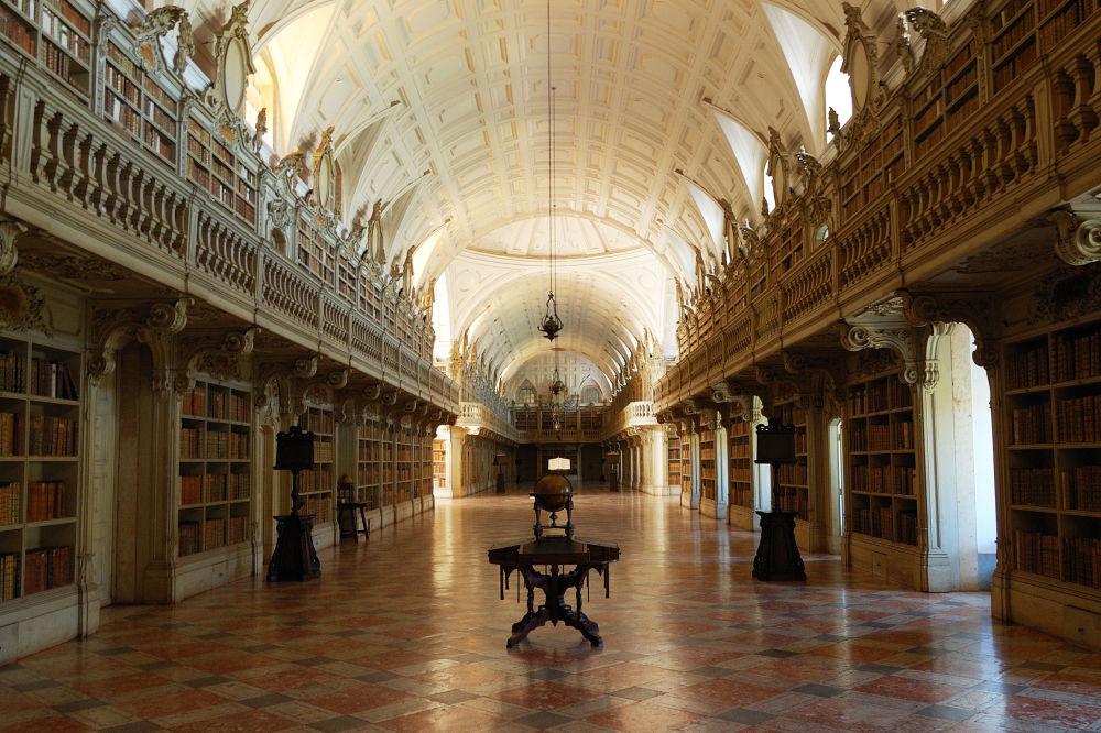 葡萄牙的马夫拉宫图书馆