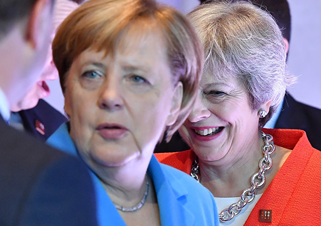 默克尔在萨尔茨堡峰会上忽略特蕾莎·梅的问候