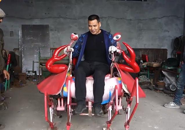 黑龍江一農民造八足載人機器大螃蟹