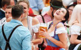 遊客在慕尼黑啤酒節開幕式上。