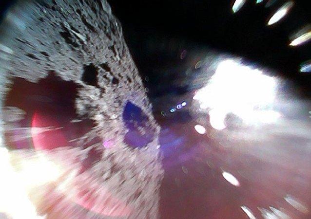 历史上首次公布小行星表面照片