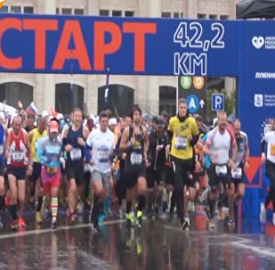 莫斯科举行第六届马拉松比赛