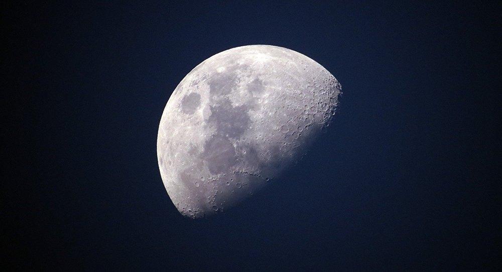 俄罗斯将在使用机器人的演练后发送载人登月使命