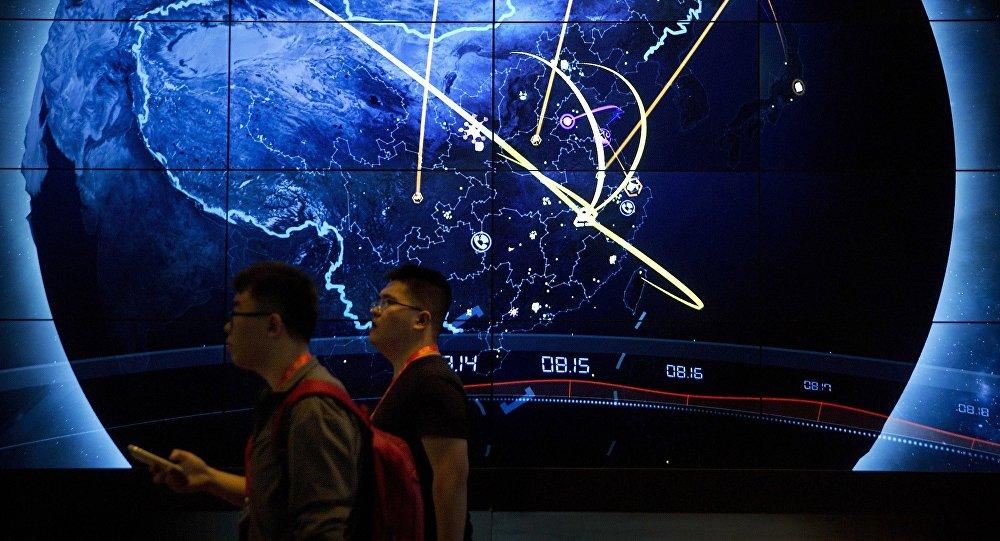 谷歌前負責人埃里克·施密特不久前在舊金山Village Global VC組織的閉門會議上發言時預言,下一個十年全球互聯網將主要分成兩大部分:美國和中國模式。