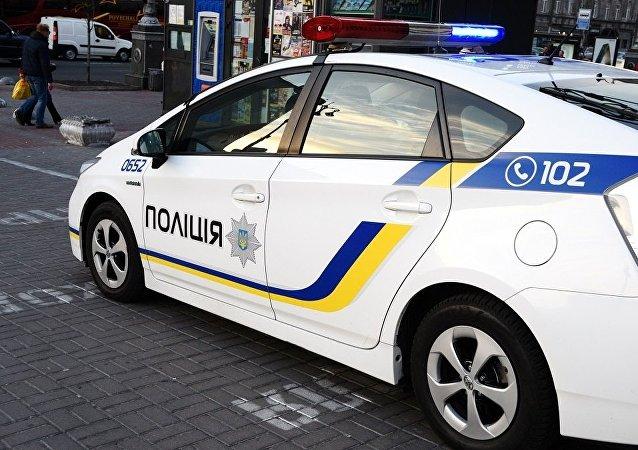 烏克蘭一名女子剛在銀行上班就監守自盜