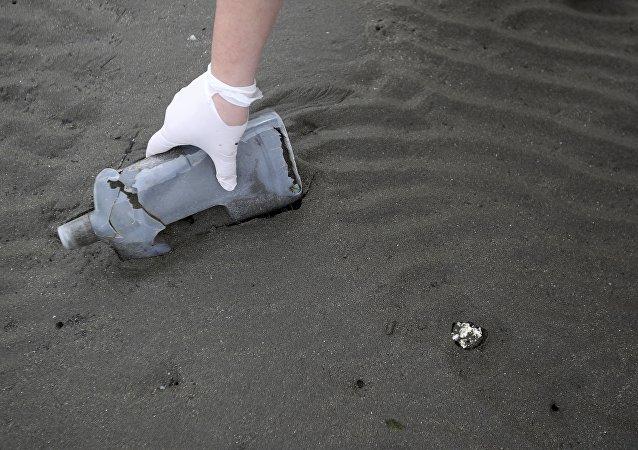 中国科学家合成可在海水中自行降解的塑料