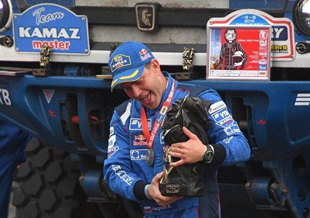 俄車手贏得「絲綢之路」拉力賽中國段卡車組冠軍
