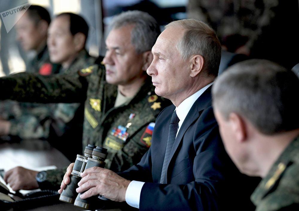 俄羅斯總統弗拉基米爾·普京在俄羅斯後貝加爾邊疆區觀摩中俄蒙「東方-2018」聯合軍演