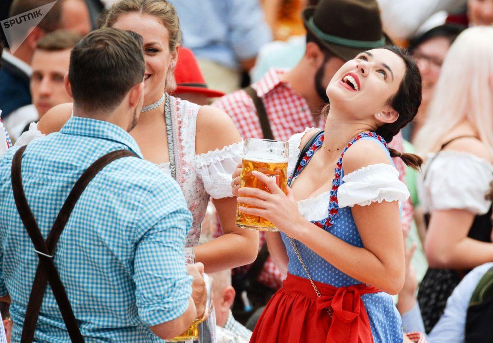 德国慕尼黑啤酒节(十月节)盛大开幕