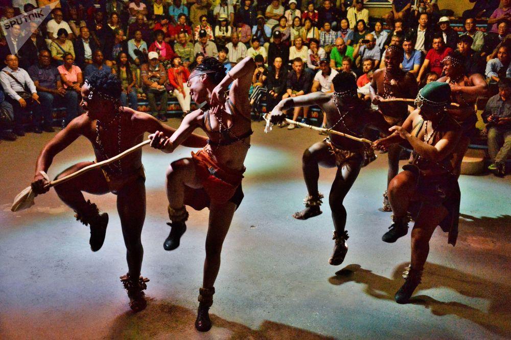 南非比勒陀利亞市附近民俗村的古南非民族舞蹈