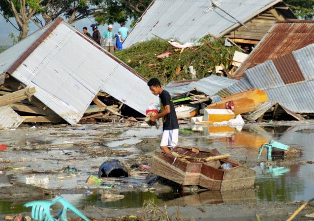 印尼地震和海啸造成6万多人无家可归