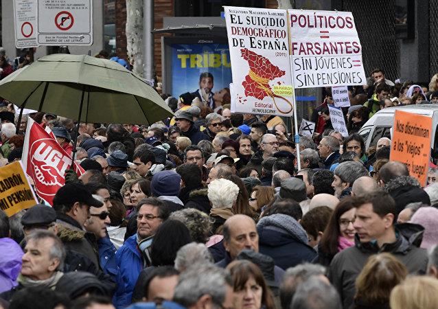 西班牙退休人员在全国各地举行抗议集会