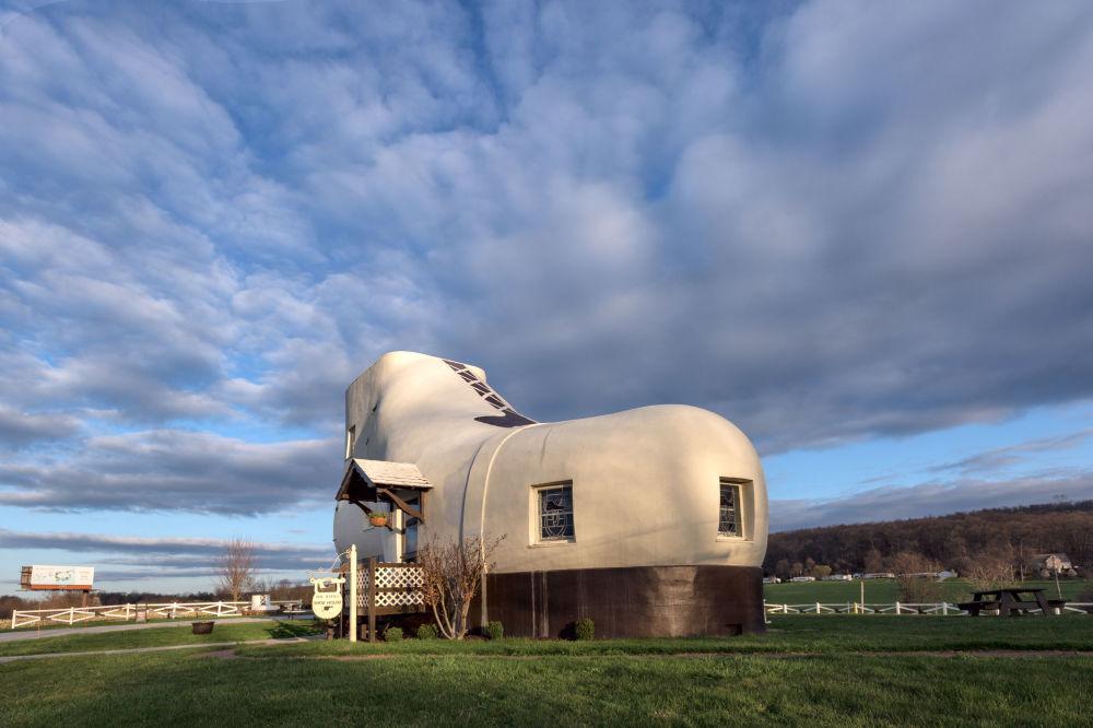 鞋業巨頭馬赫龍·H·海因茨1949年為自己建造了一座鞋型的房子。哪怕郵箱和狗窩都是鞋型。
