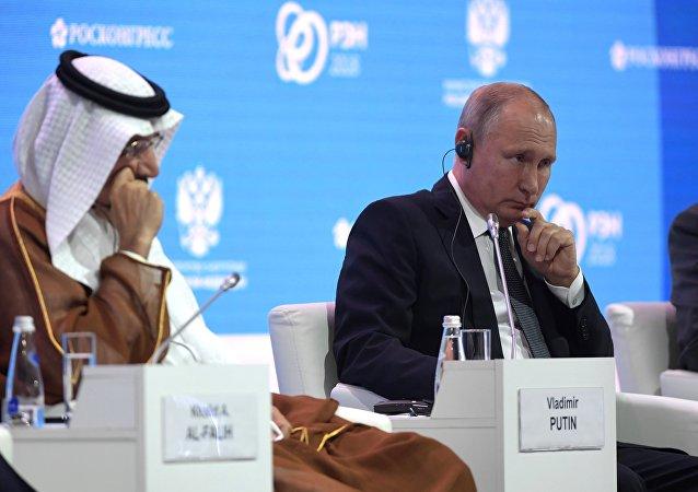 普京在俄羅斯能源周國際論壇全體會議上