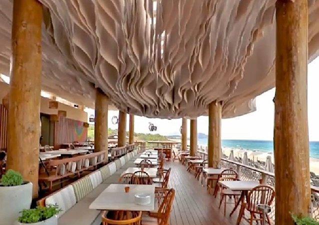 希腊现最不寻常天花板