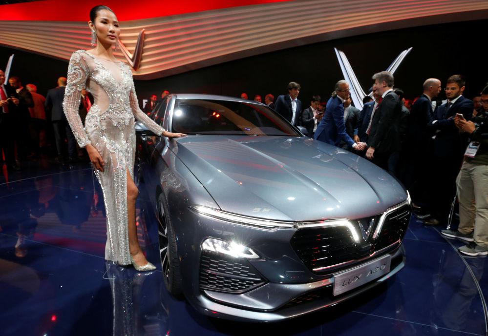 越南VinFast Lux A2.0亮相巴黎車展開幕式