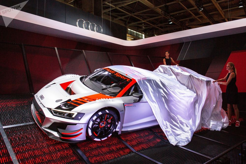 新款奧迪運動車型亮相巴黎車展開幕式
