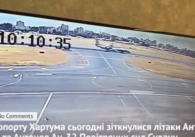 兩架安式飛機在蘇丹相撞的視頻被發佈在網上