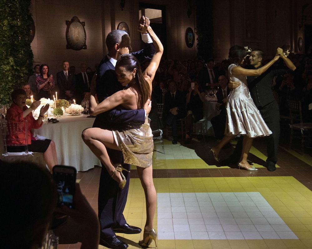 美國前總統巴拉克奧巴馬在阿根廷布宜諾斯艾利斯基什內爾文化中心(Centro Cultural Kirchner)的盛大晚宴期間大跳探戈。