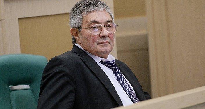 俄罗斯科学院院士列夫·泽列内