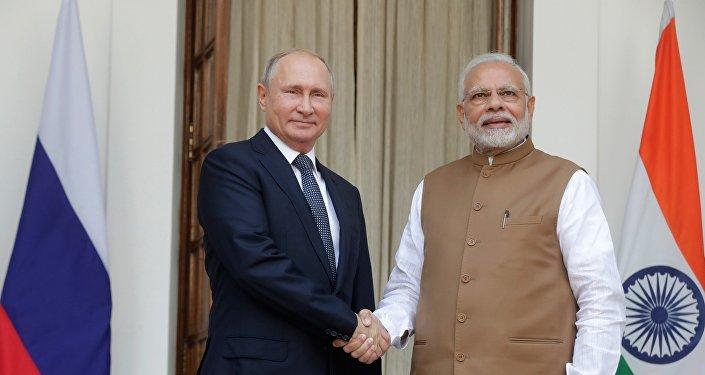 俄羅斯總統普京(左)和印度總理莫迪