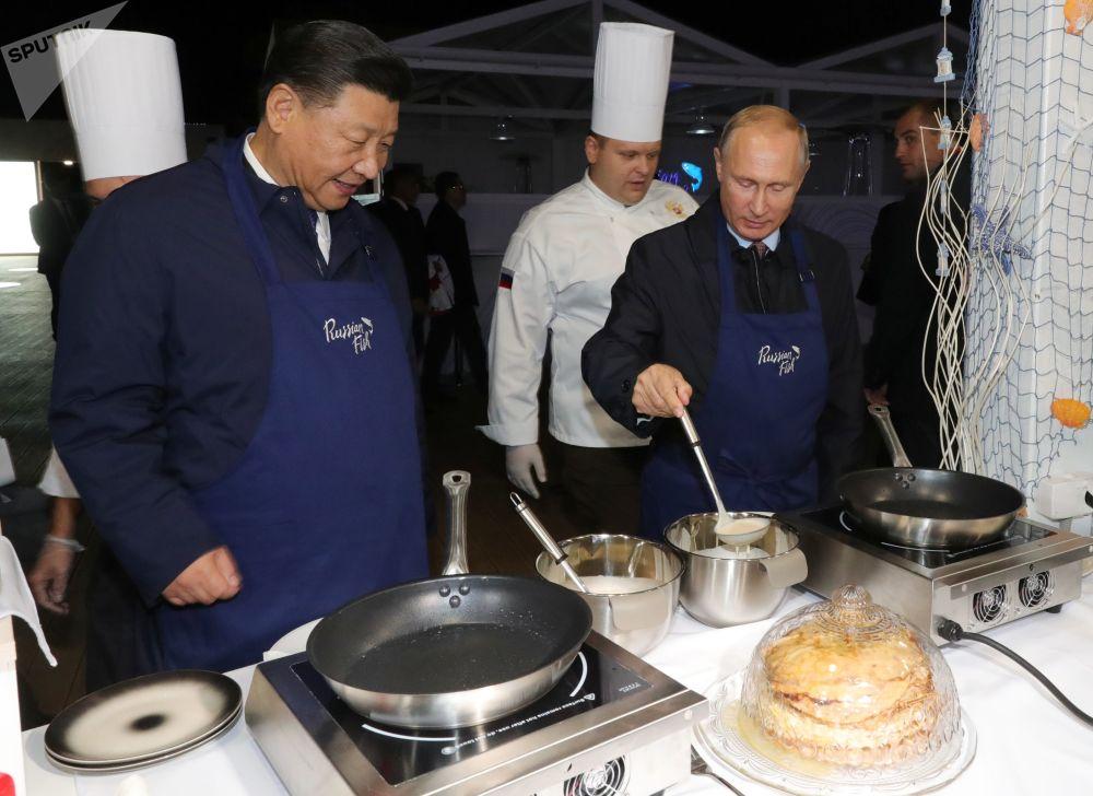 中国国家主席习近平和俄罗斯总统弗拉基米尔·普京出席符拉迪沃斯托克的世界经济论坛