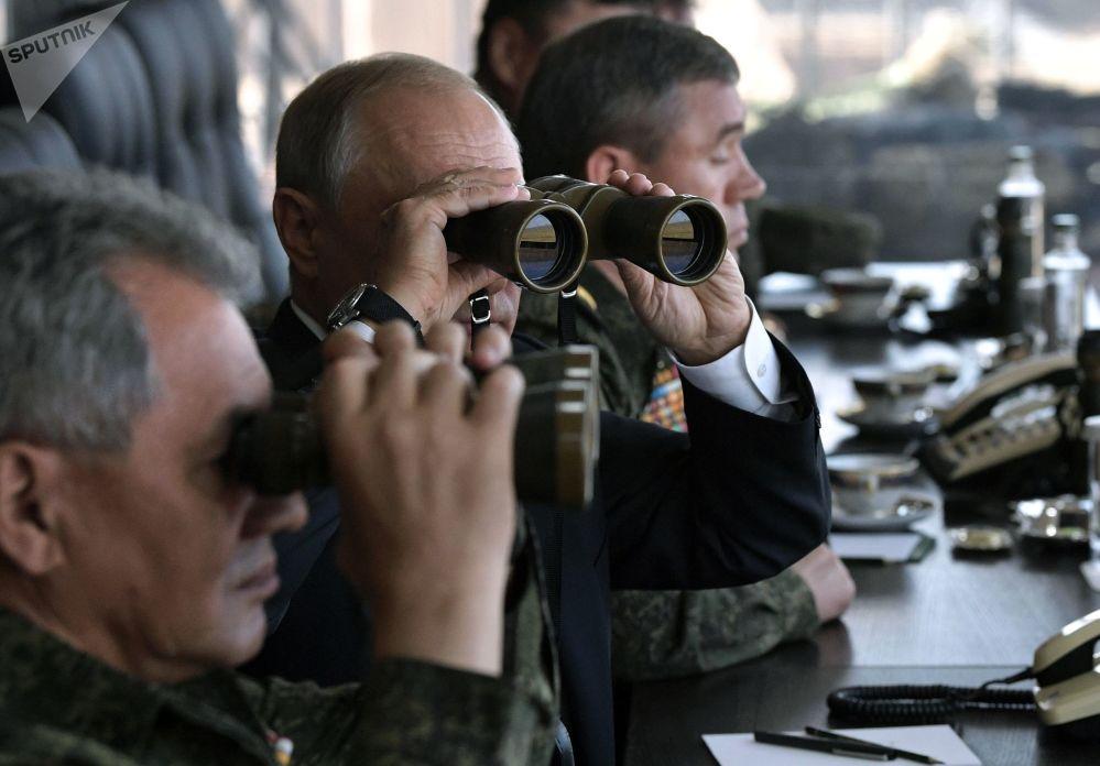 弗拉基米爾·普京觀看「東方-2018」軍事演習