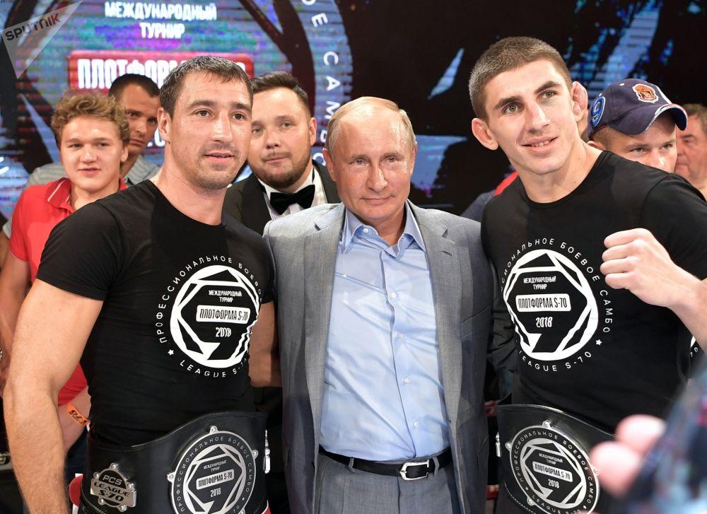 俄罗斯总统弗拉基米尔·普京参加Plotforma S-70国际徒手格斗锦标赛颁奖典礼