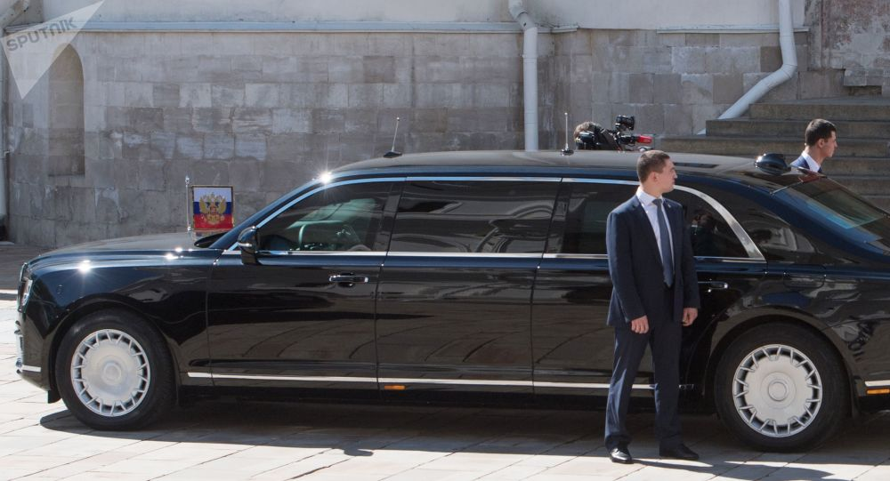 普京和塞西乘坐新品牌汽車Aurus