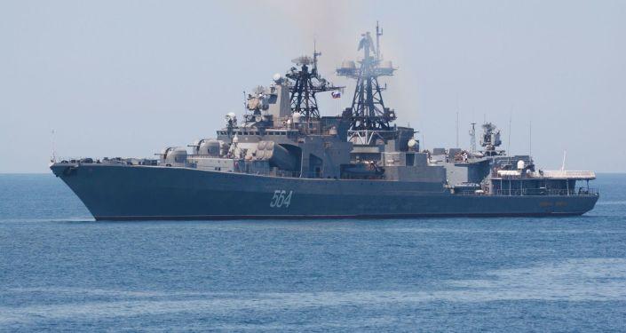 俄太平洋艦隊艦艇在日本海演練火炮射擊