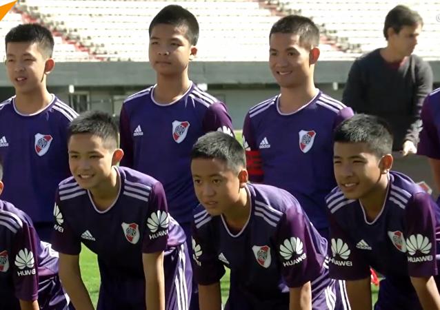 泰國獲救足球少年抵達阿根廷參加青奧會
