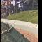 对老鼠来说实在是太高了! 观众为试图跳到箭牌(Wrigley)体育场墙上的老鼠欢呼