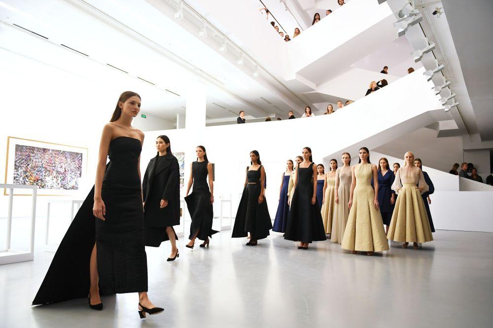 此展览是在俄罗斯和卡塔尔文化年框架下举行。