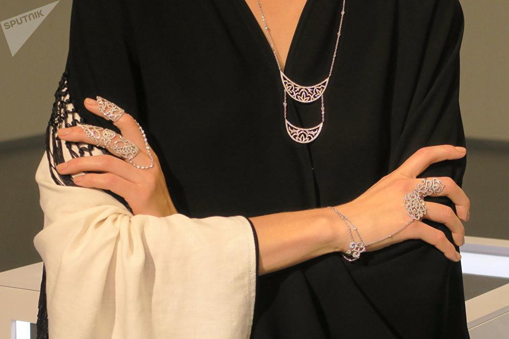展示Waad品牌长袍和Wadha品牌半定制系列服装时时装秀达到高潮。