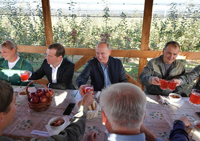 普京和梅德韦杰夫将在斯塔夫罗波尔享用乡村午餐