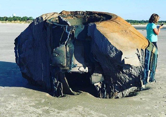 美國海灘現類似UFO神秘物體