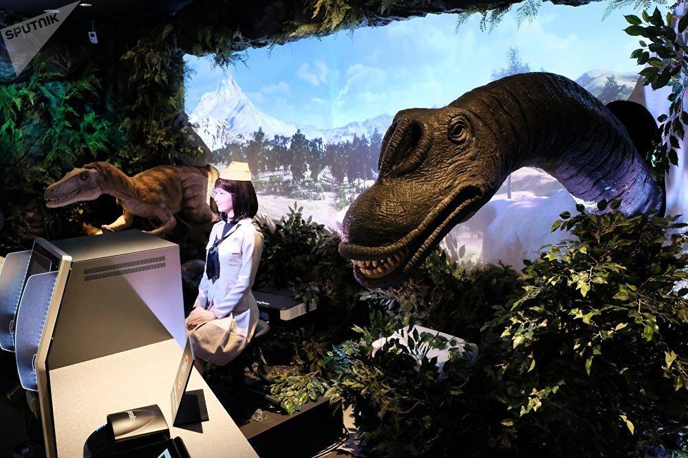 东京新开的Henna hoteru酒店提供恐龙机器人服务