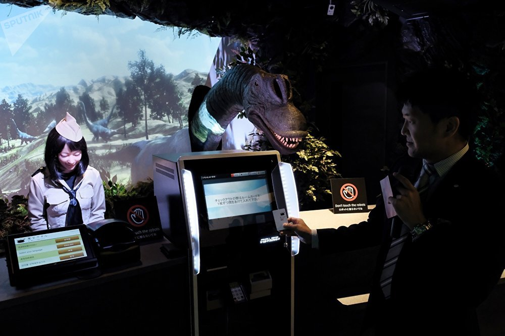 東京新開的Henna hoteru酒店提供恐龍機器人服務