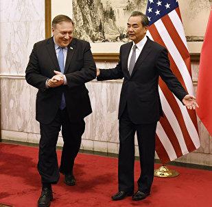 中国外长王毅与美国国务卿迈克•蓬佩奥