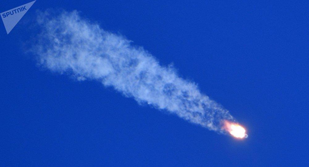 俄中部军区称,航天员乘坐的密封舱在联盟号飞船发射事故后在距离哈萨克斯坦杰兹卡兹甘市25公里处找到