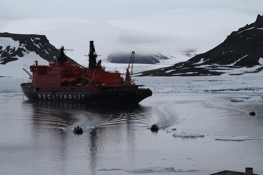 北极游客下船