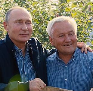 普京和梅德韋傑夫在斯塔夫羅波爾的「黎明」公司享用了鄉村午餐