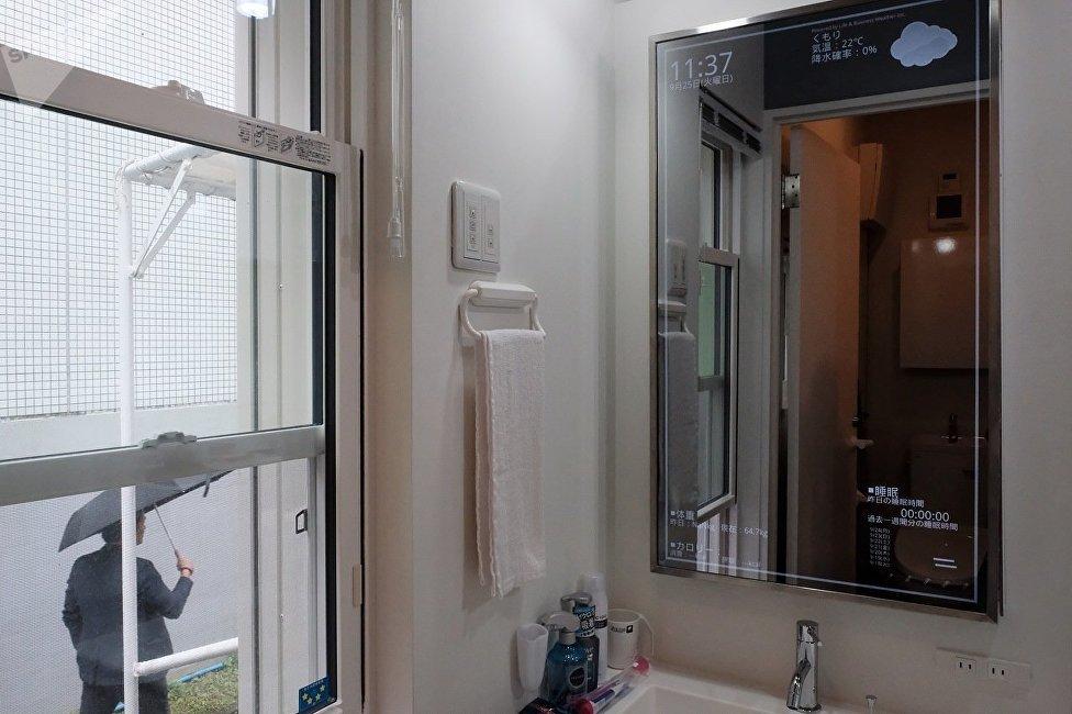 聰明的鏡子,它不僅可以用來照臉,而且還可告訴你戶外的天氣情況。