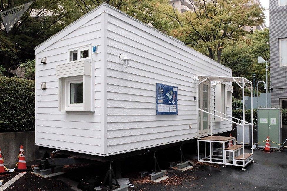 聰明房屋就建在停車場。外觀看上去像一個不大的車廂,但在不起眼的牆壁內卻配備了所有最新現代技術。