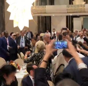 馬克龍、特魯多等政要在法語國家組織峰會晚宴中開心共舞