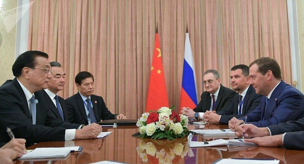 梅德韦杰夫在与中国总理李克强会晤
