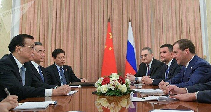 梅德韋傑夫在與中國總理李克強會晤